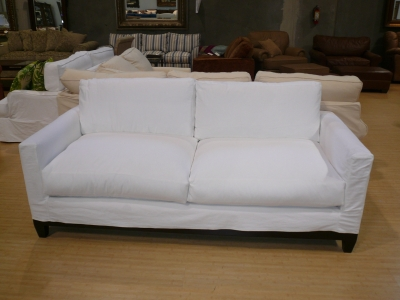Charmant Photo Of A Hollywood Sofa In A Washable White Denim Slipcover, With A Black  Color Base.